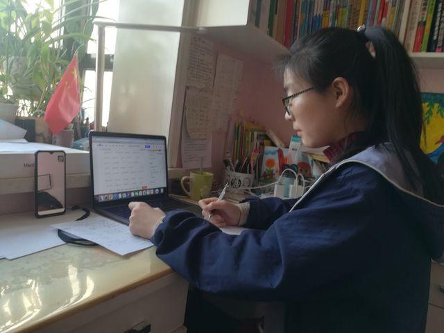 师范学院学生志愿者:为小学生假期学习提供一对一线上辅导