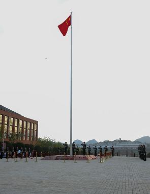 我校2021年春季学期升旗仪式举行