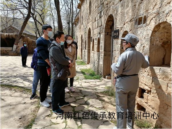 河南某学院赴新密红色教育基地开展一天主题党日活动