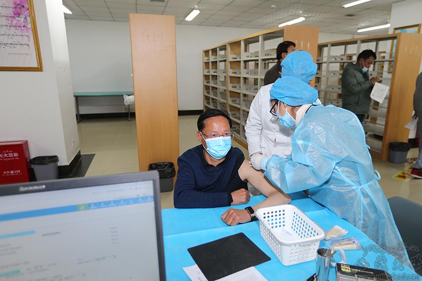 西藏大学顺利有序开展师生新冠疫苗免费接种工作