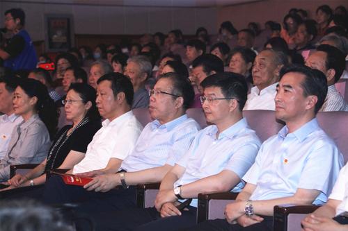 我校与扬州市联合举办庆祝中国共产党成立100周年老干部文艺汇演