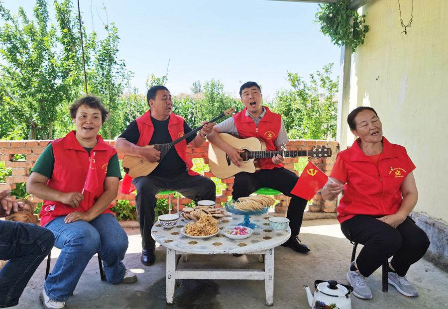 """新疆""""雪都""""冬不拉小分队:把党的声音传播到""""最后一公里"""""""