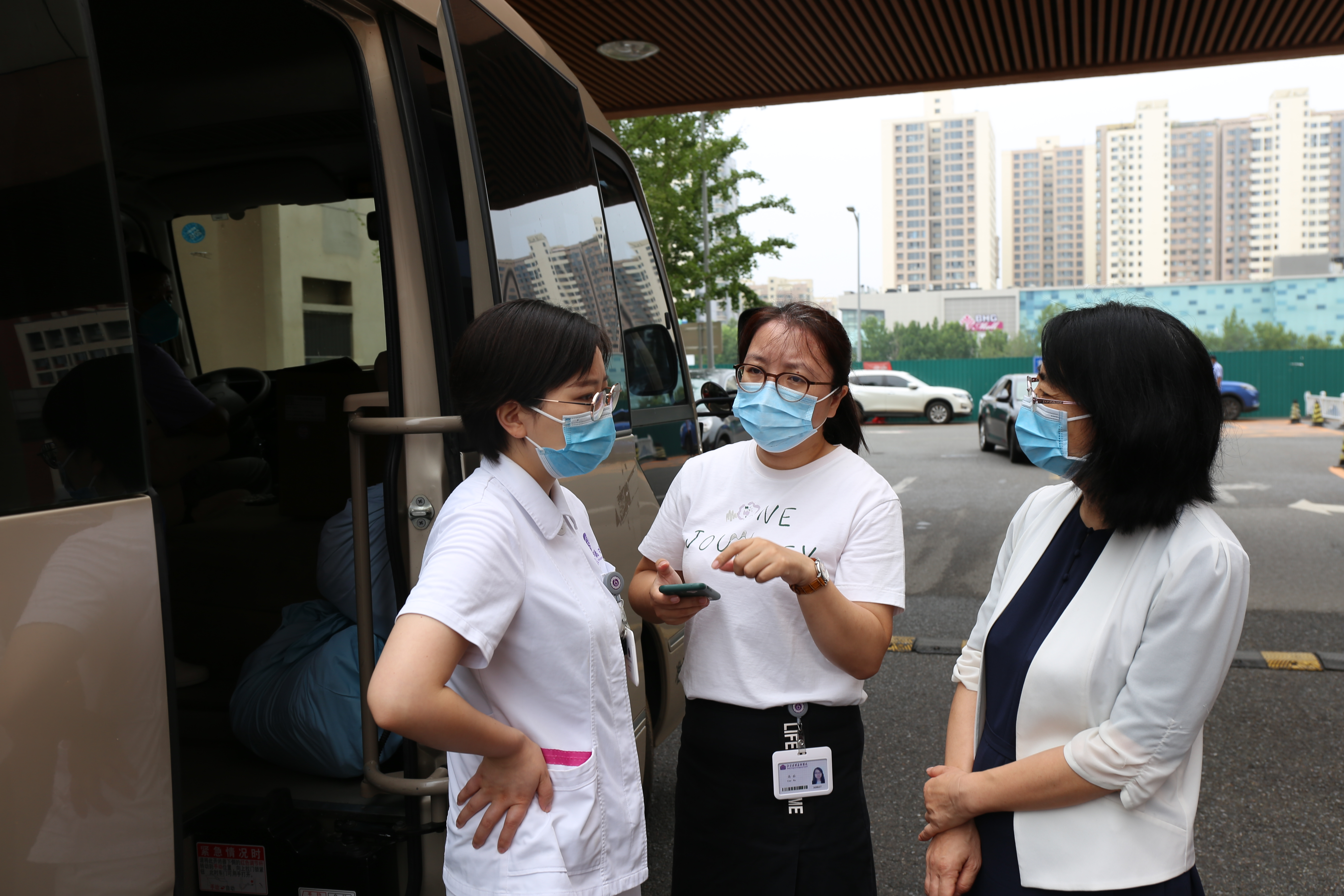 支援回龙观核酸采样,清华长庚医院10分钟集齐30人出发