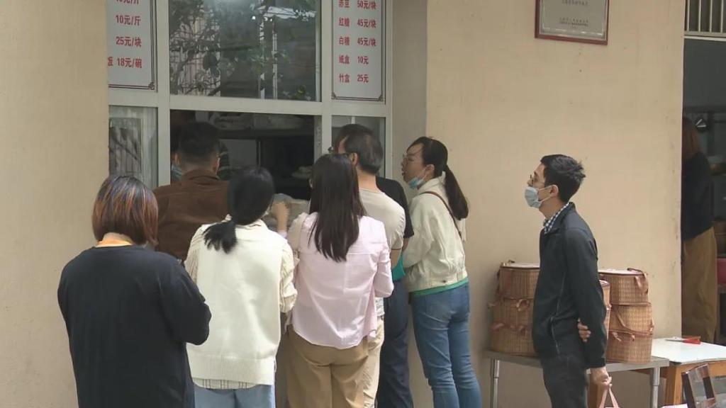 """上海闵行区:又到重阳节 颛桥桶蒸糕卖""""断货"""""""